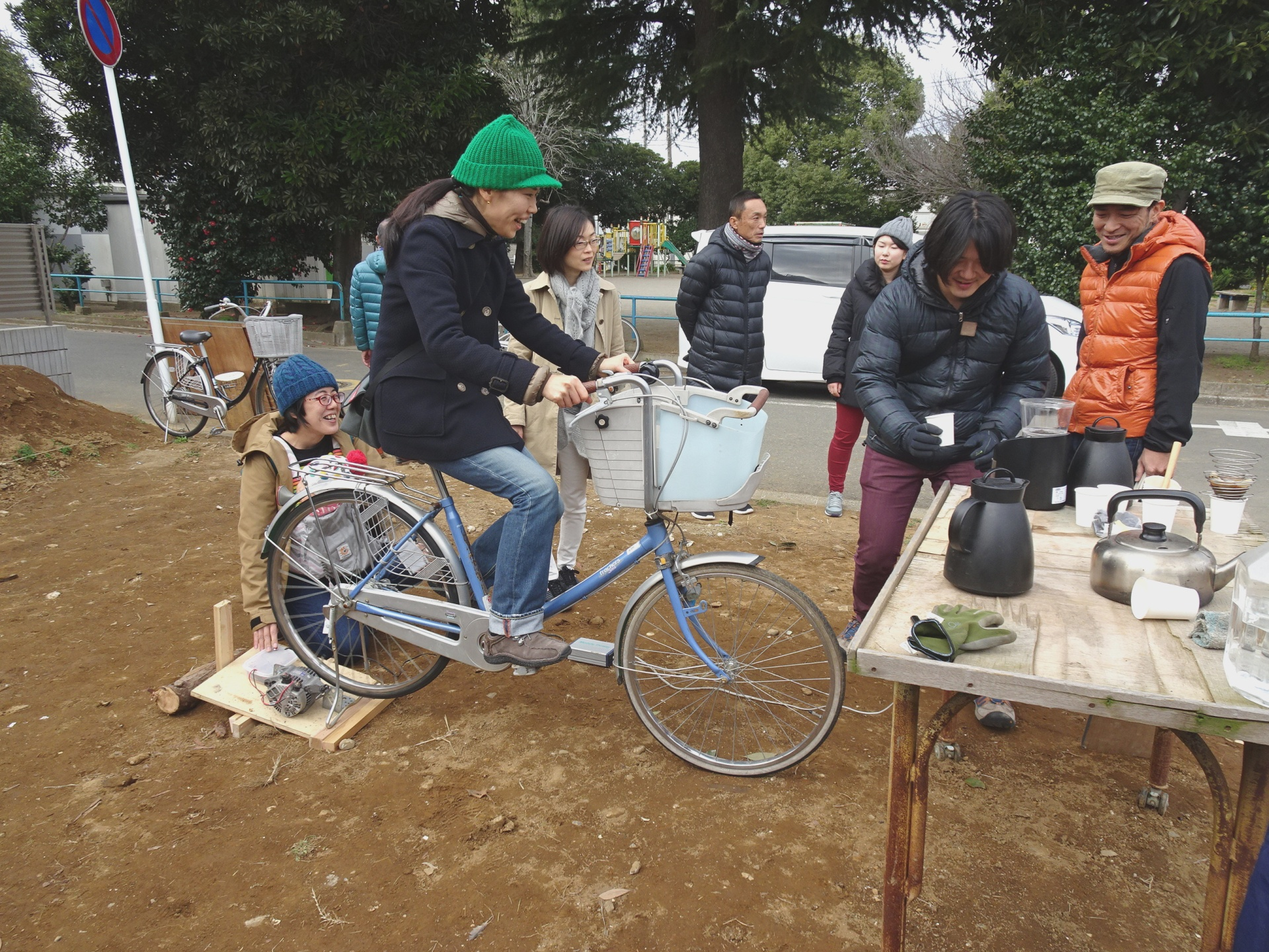 自転車発電機でコーヒーをつくる