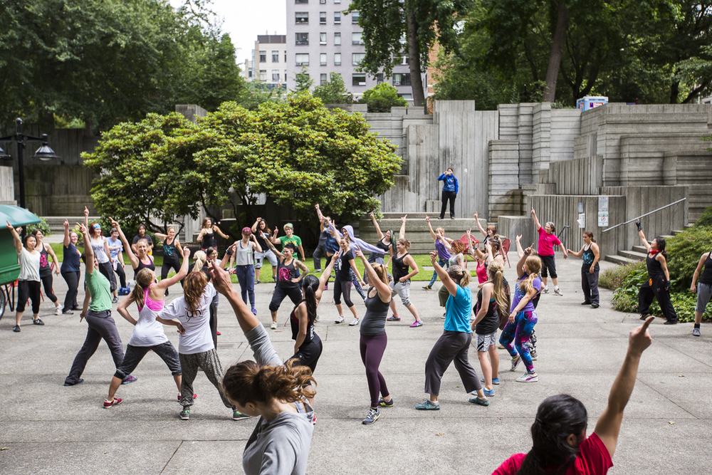 photo by http://parkourproject.com/new-blog/2015/9/3/north-american-womens-parkour-jam-in-seattle-1