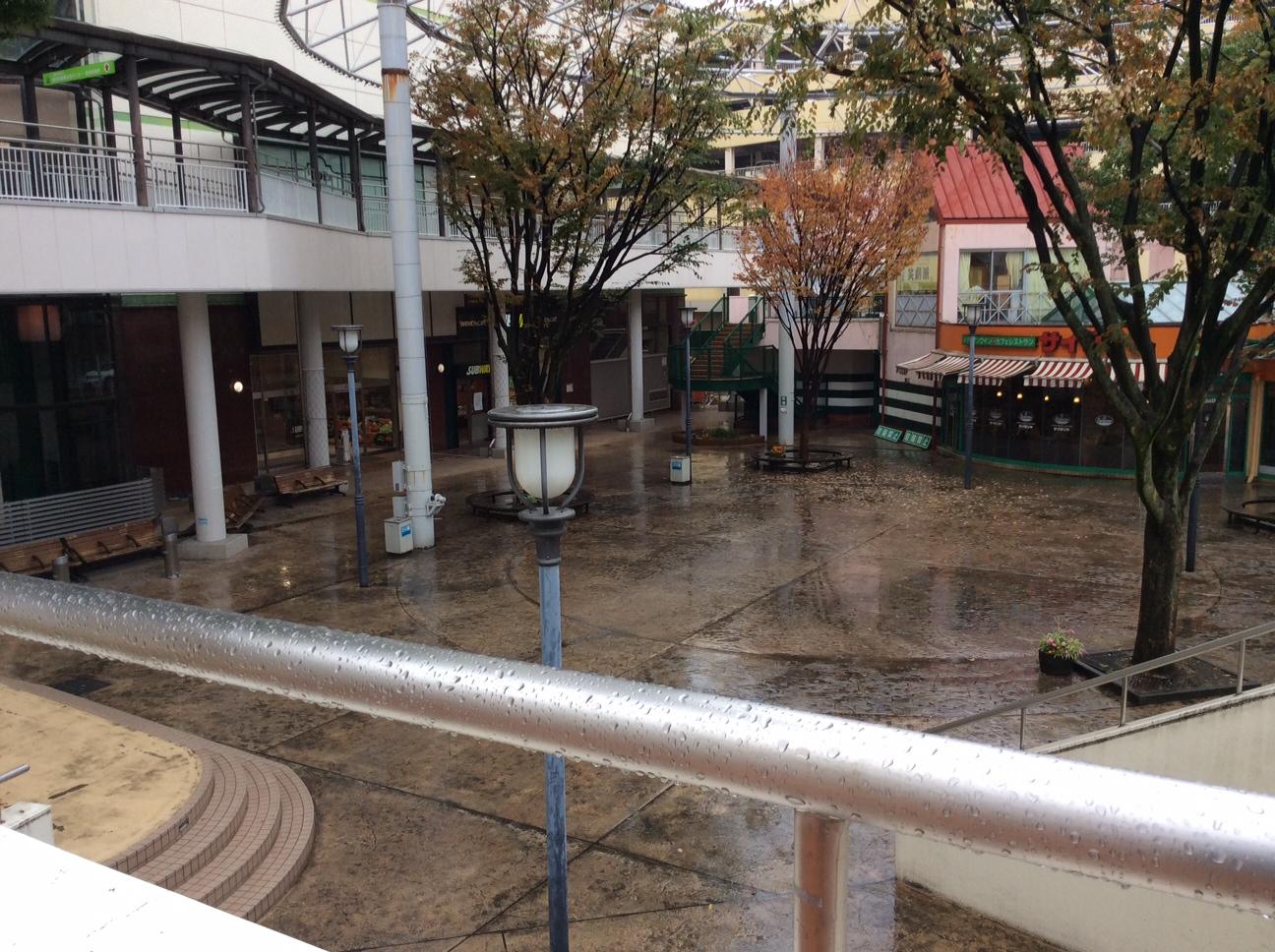 雨が降り続くシティプラザ(豊田市)