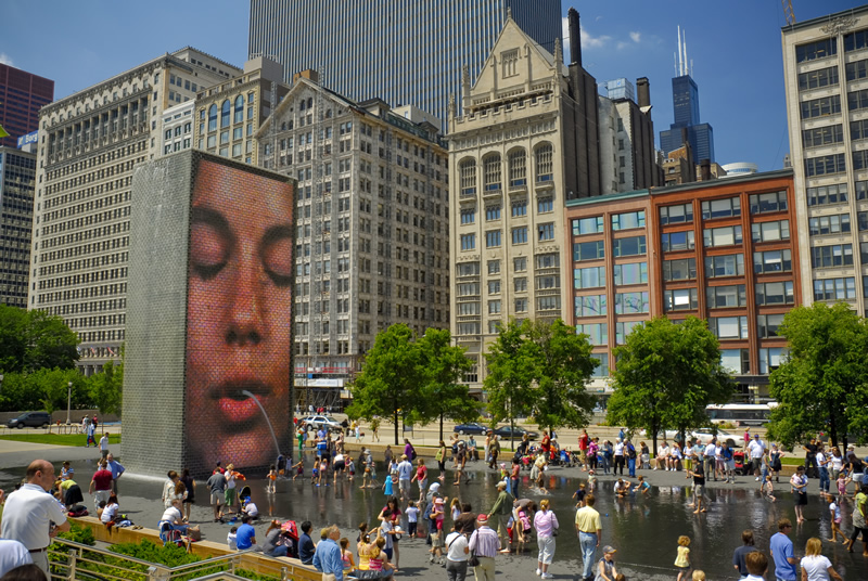 photo by http://www.cityofchicago.org/city/en/depts/dca/supp_info/millennium_park_-artarchitecture.html