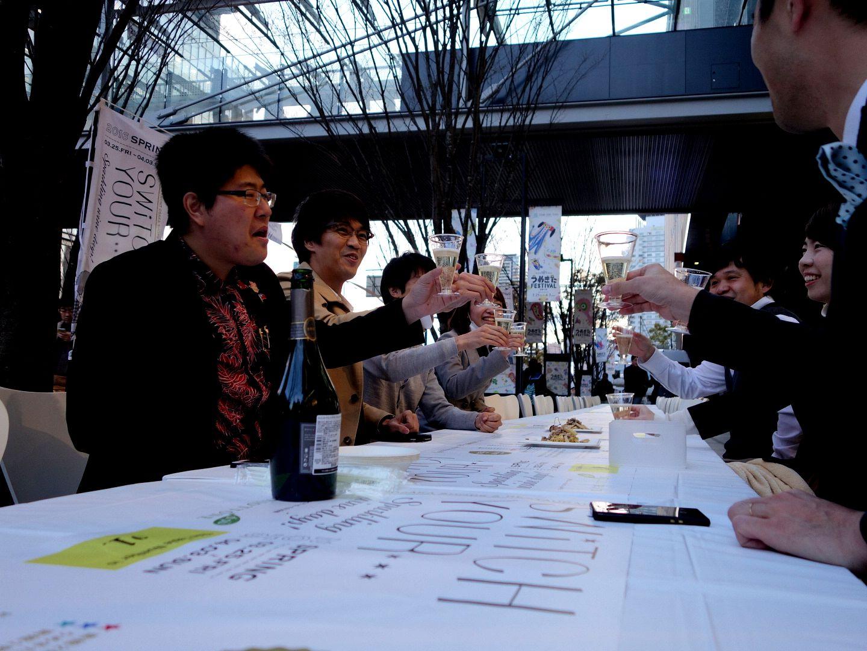 グランフロント大阪の北館と南館に挟まれる「けやき並木」で行われていた「Sparkling BAL STREET」。