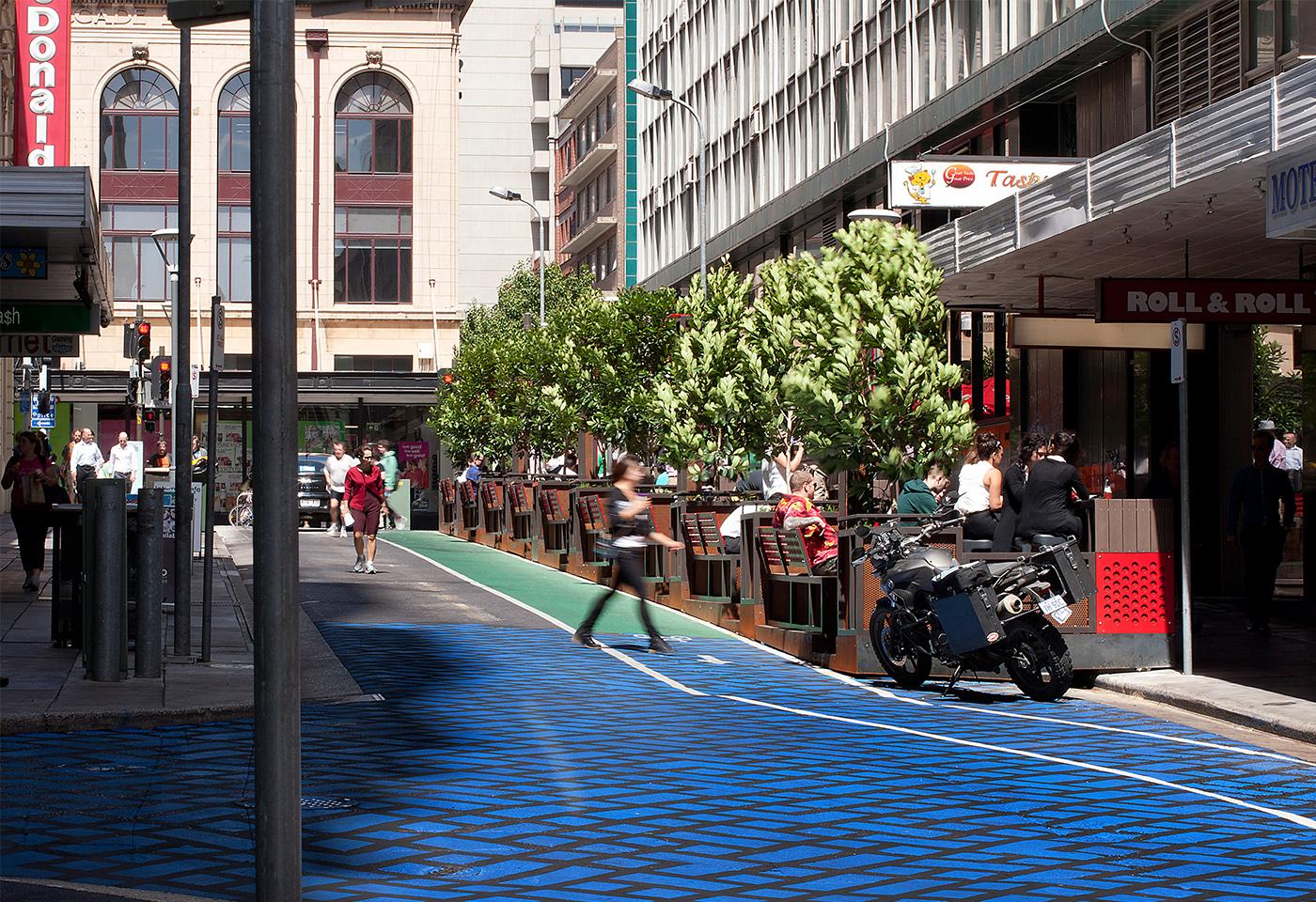 大きなパークレットでコミュニティ道路のようなものを作っている。(photo by TAYLOR.CULLITY.LETHLEAN http://www.tcl.net.au/projects/urban-design/bank-street)