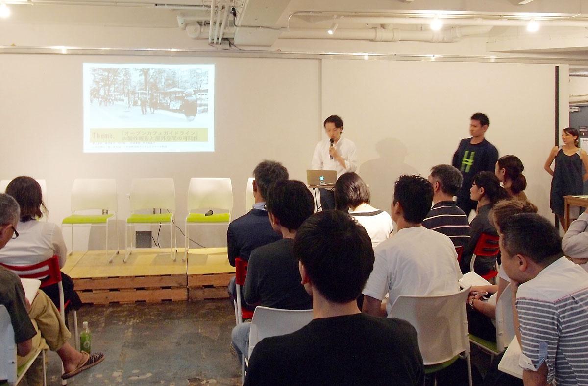 佐藤さんの発表。オープンカフェに関する事例を調査・研究・分析して「オープンカフェガイドライン」を作成しています。