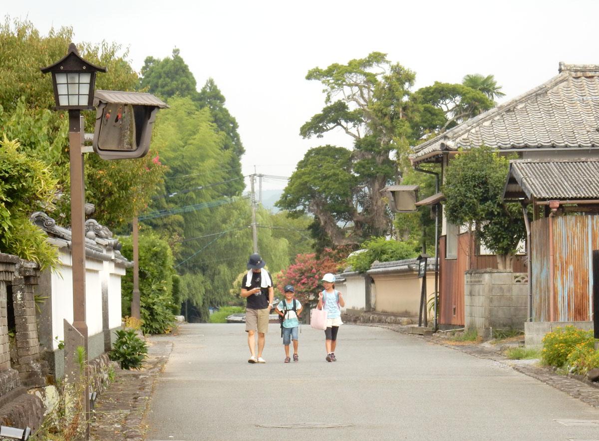 今でも残る高台の武家屋敷の町並み photo by Suzuna MIKURINO