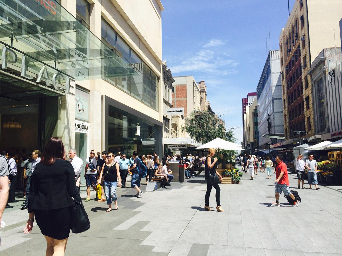 渡邉さんが一番好きなパブリックスペースという、アデレードの歩行者専用道路「ランドルモール」のレポート。この記事がソトノバデビューでした。