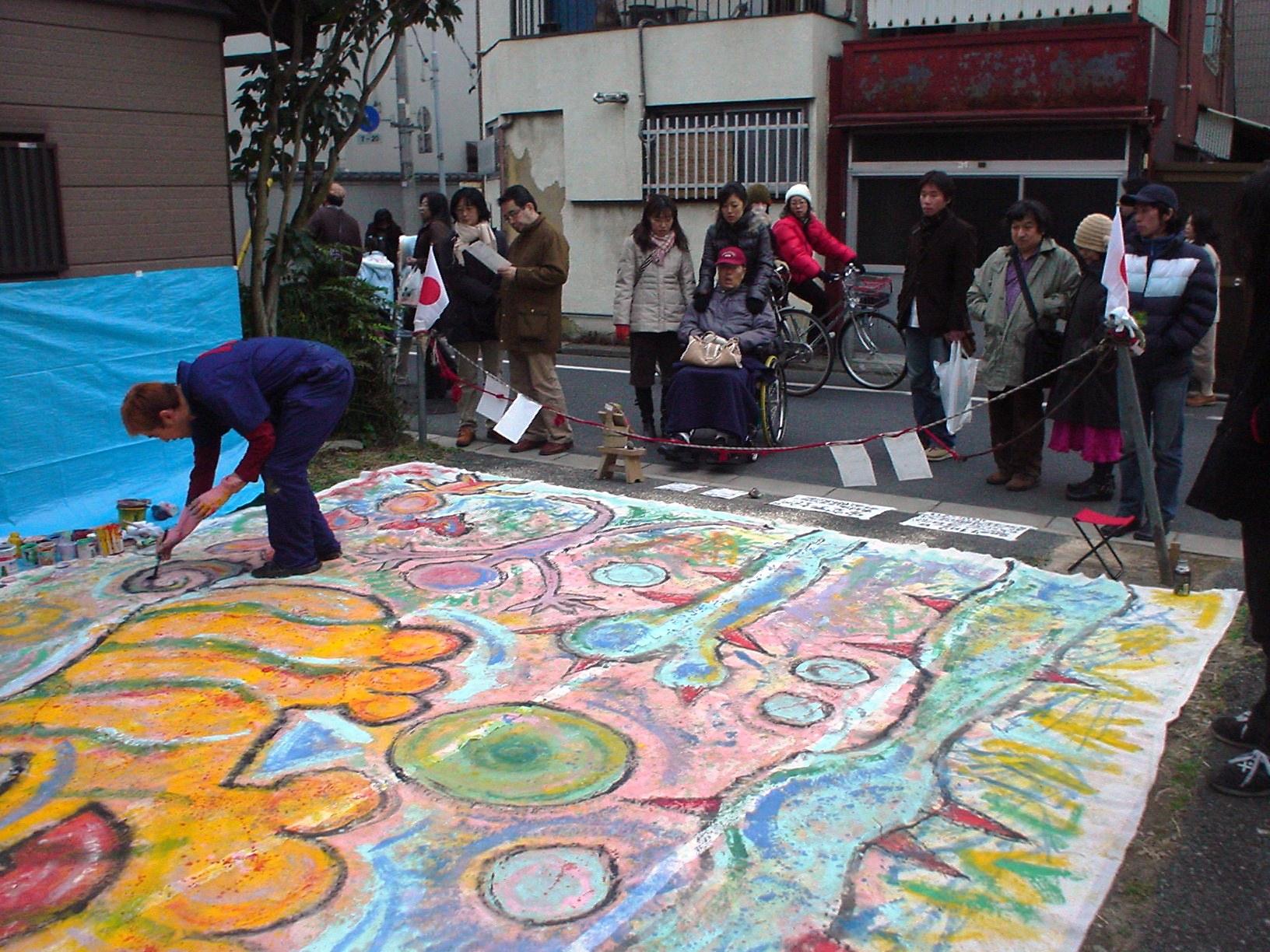 アーティスト「天才ナカムラスペシャル」さんによるライブアート!道行く人誰もが足を止めていきます。