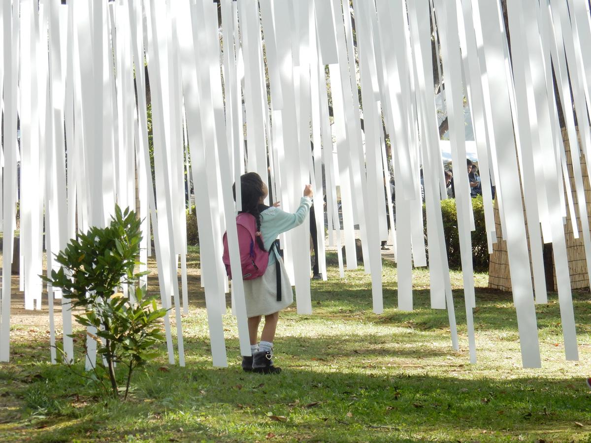 建築学生サークル「CUAD」によるインスタレーション「秋時雨(あきしぐれ)」