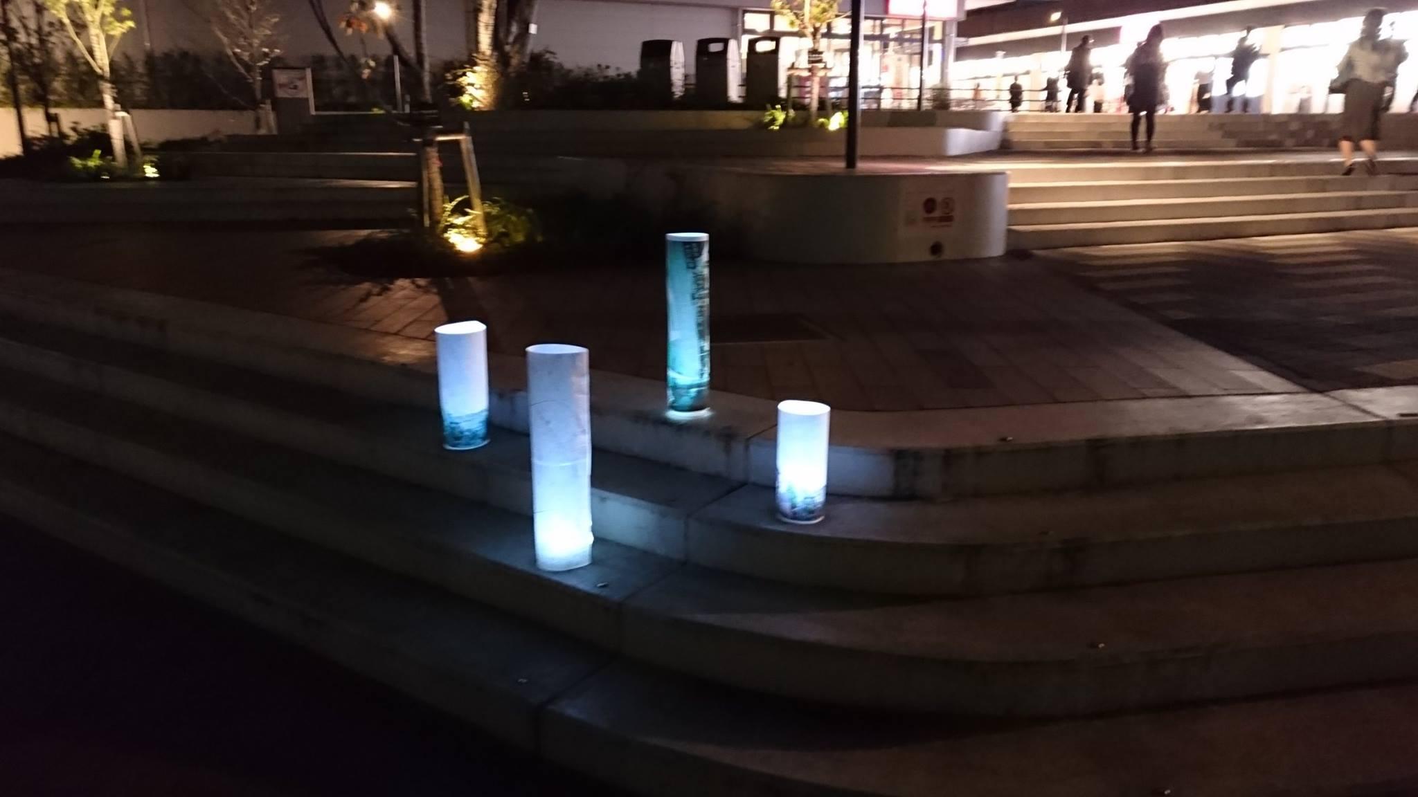 駅前広場でのライトアップ実験 photo by みなまきラボ