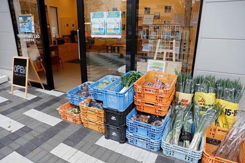 横浜の農家さんによる横浜野菜を販売する「みなまき直売所」 photo by みなまきラボ