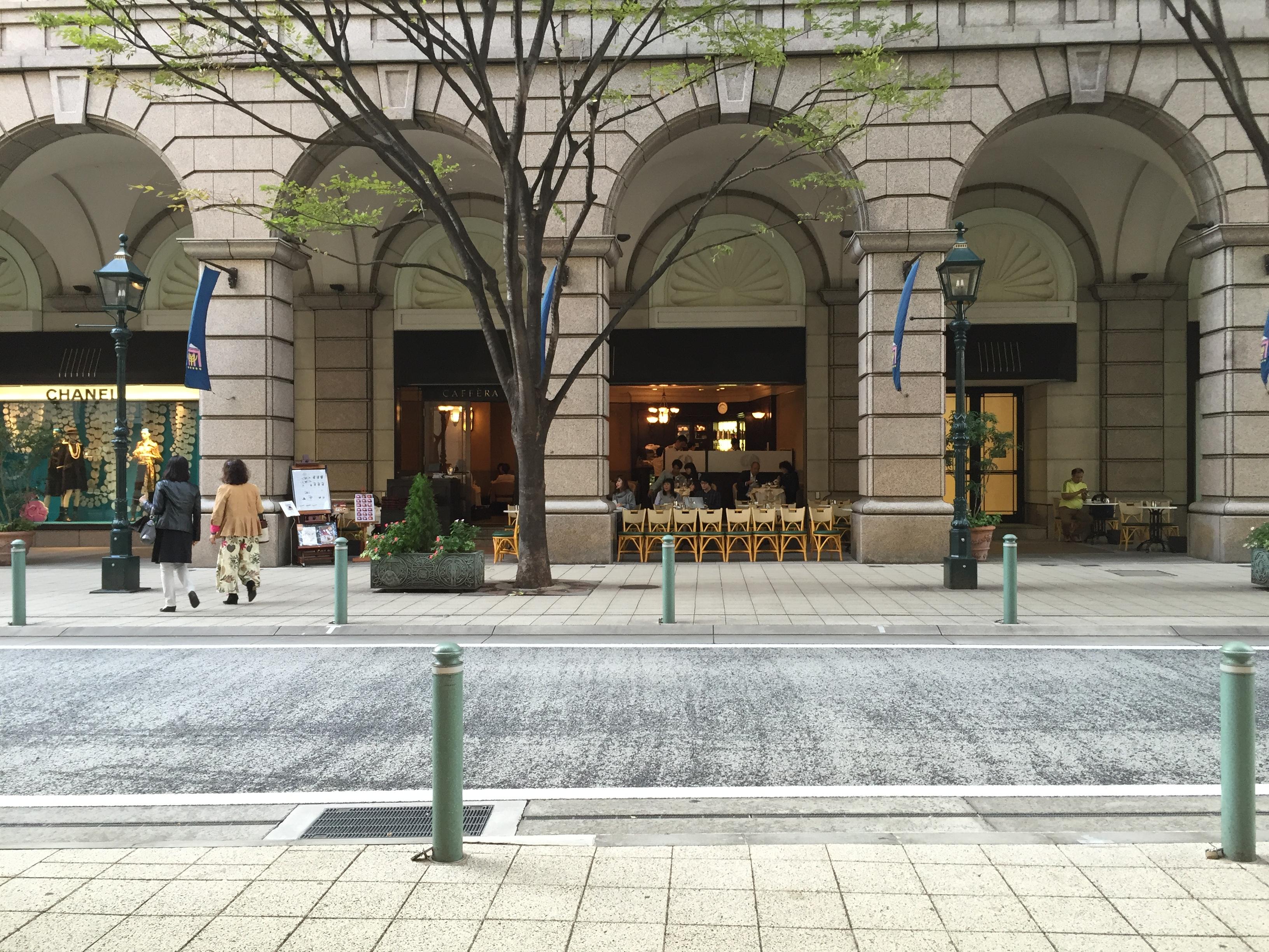 大丸神戸店のオープンカフェは街並みにもなっている