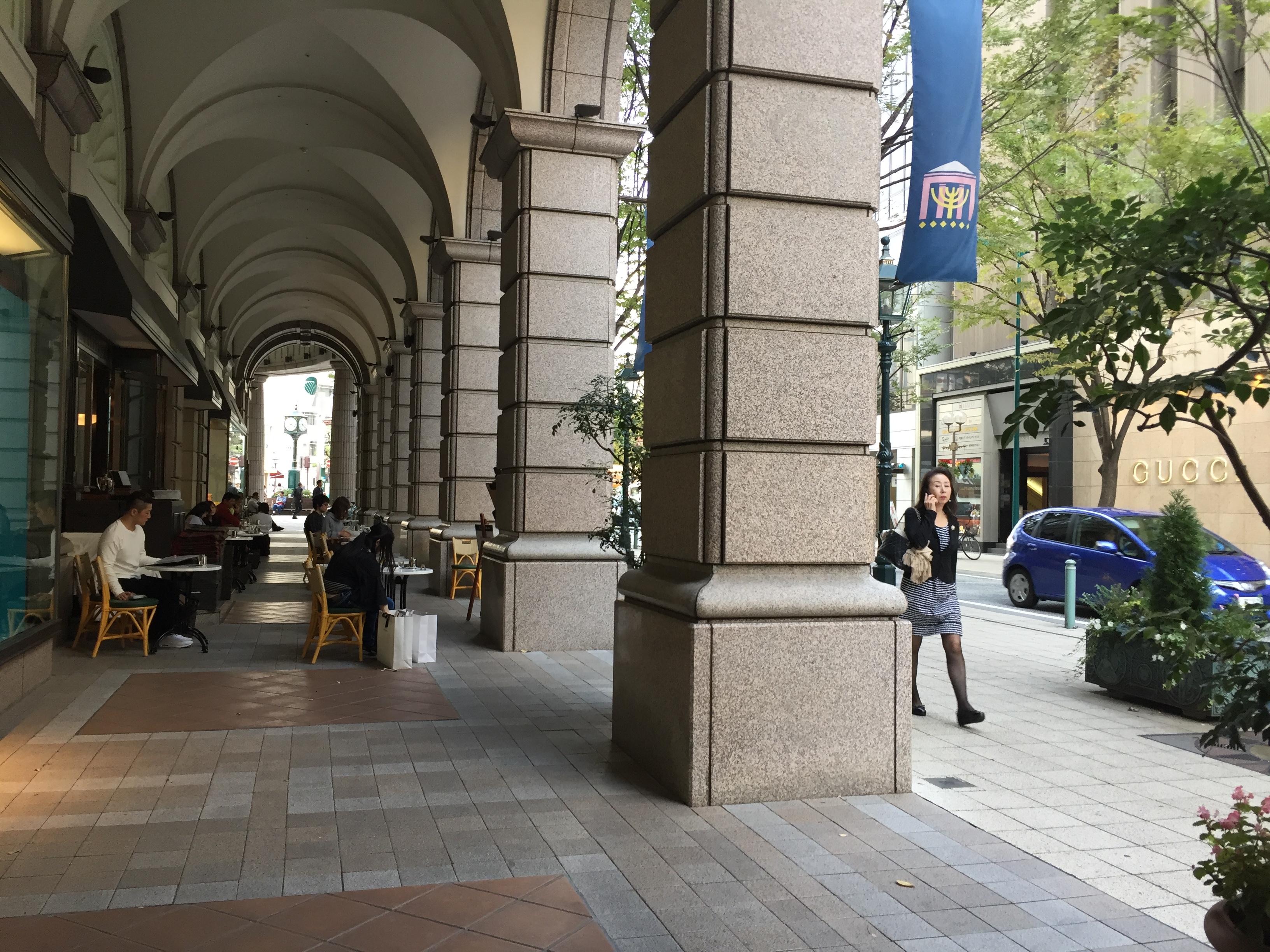 神戸では誰でも知っている大丸神戸店のオープンカフェ
