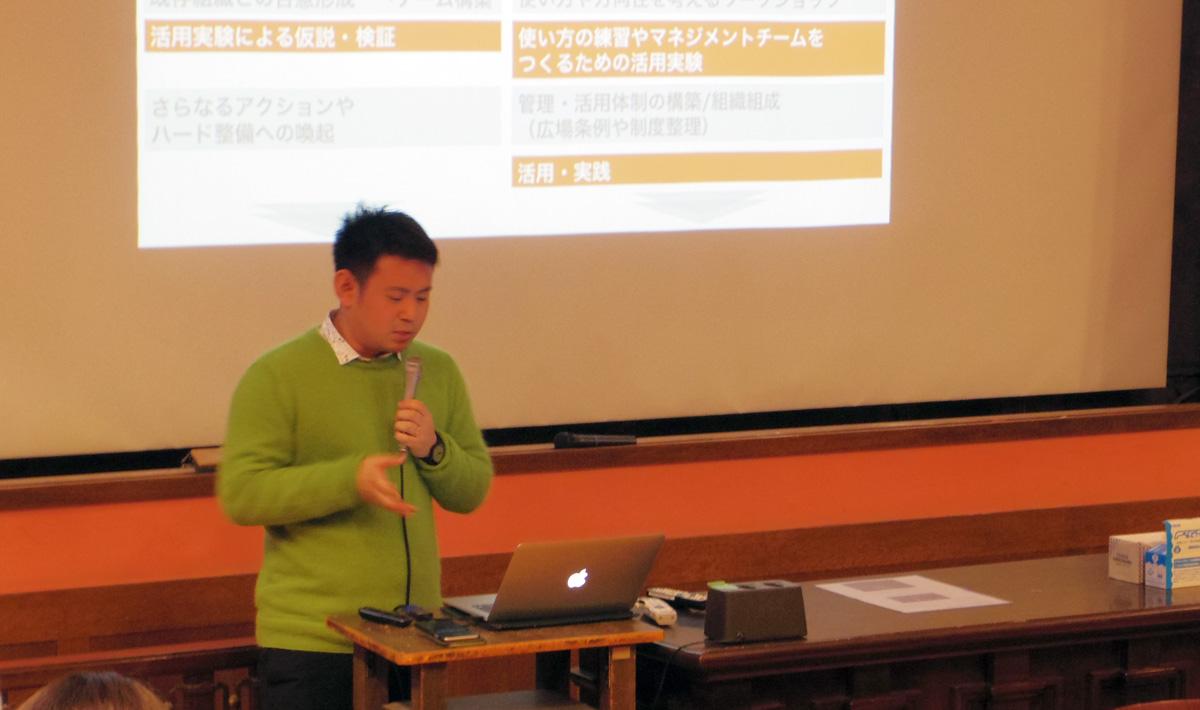 「空地デザインとしてのタクティカル・アーバニズム」というタイトルで講演した明治大学の泉山さん Photo by Ayano KUMAZAWA