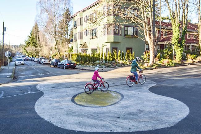 交差点への介入(Intersection intervention)  Photo by Modacity